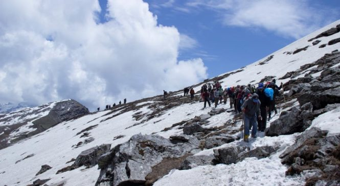 Trekking thru the mountains at Manali : First day, finest experience