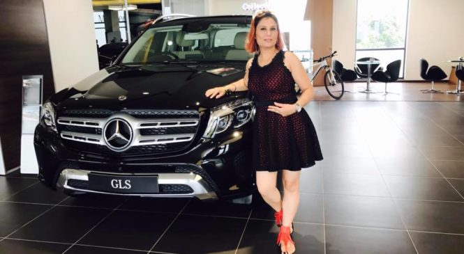 Indu Pinto: All Excited about Counto Mercedes Benz clicks